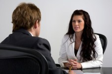 Hoe spreek je elkaar aan? Een situationeel communicatiemodel