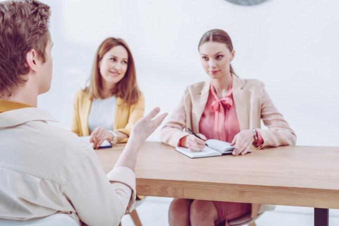 Het in gedachten projecteren van een helpende partner in een lastige gesprekssituaties