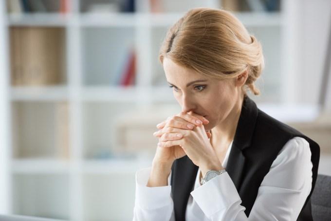 Zelfdistantiëring helpt bij het nadenken over stressvolle gebeurtenissen in verleden en toekomst