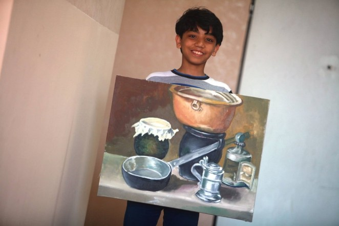 Young artist Mohammed Qreaiqe is unable to pursue his drawing career due to the electricity blackout.