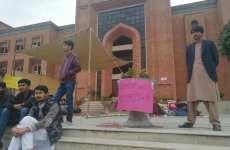 اسلام آباد: انٹرنیشنل اسلامک یونیورسٹی میں سول انجینئرنگ کے طلبہ کا احتجاجی کیمپ