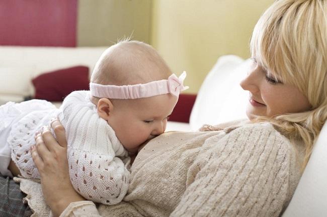 Новорожденный ребенок рыгает. Что делать, если у ребенка началась рвота после кормления, температуры нет