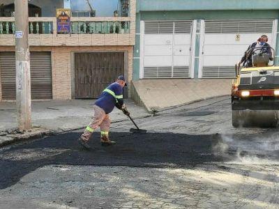 Ruas e avenidas recebem manutenções do tapa-buracos nesta sexta-feira