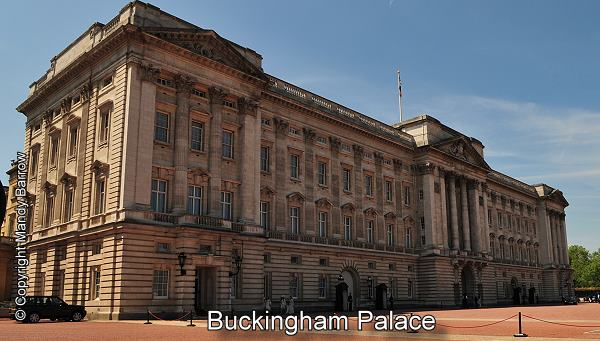 Facts about buckingham palace life in london for Does buckingham palace have a swimming pool