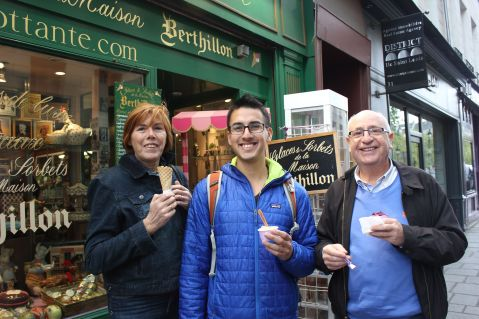 Getting icecream after our trip to Versailles