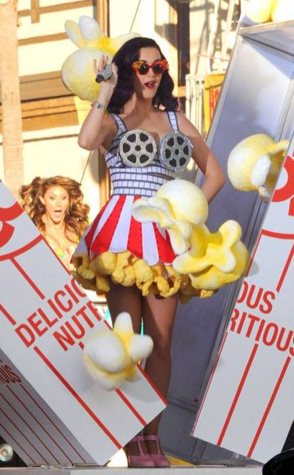 rs_634x1024-140402164750-634.katy-perry-food-outfit-popcorn-2012