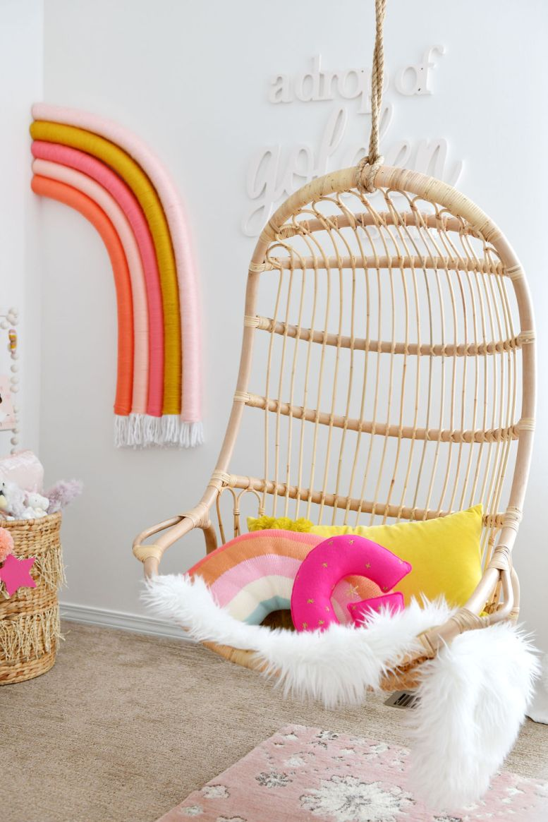 Rotan stoel in Baby Girl Room