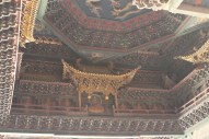 Images of Buddhas painted inside the golden halls (Photo by Di Luo)