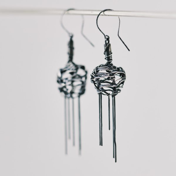 Bulb earrings with chains