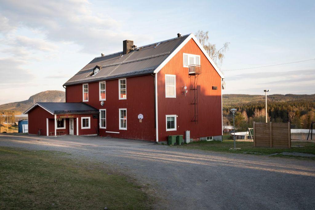En röd byskola