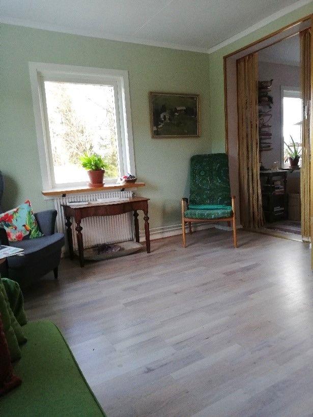 SÅLD! O'Larsgården i Åflo till salu – vardagsrum.