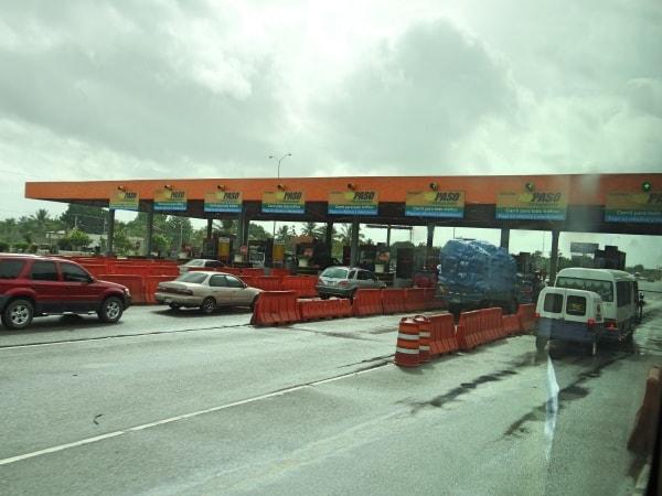 Pedágio na saída de Santo Domingo