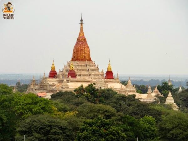 A mistura de cores do Templo de Ananda