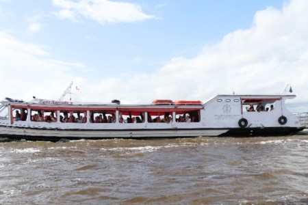 Vai a Manaus? Que tal um passeio de barco?
