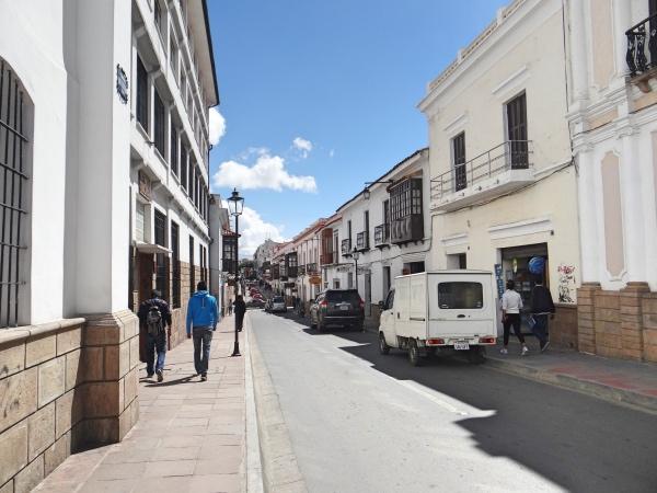 Rua no centro de Sucre