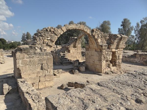 As ruínas do forte medieval chamado Saranta Kolones