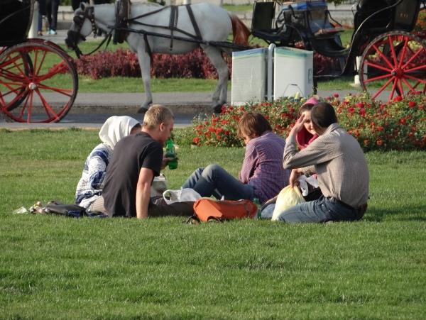 Jovens no parque em Esfahan