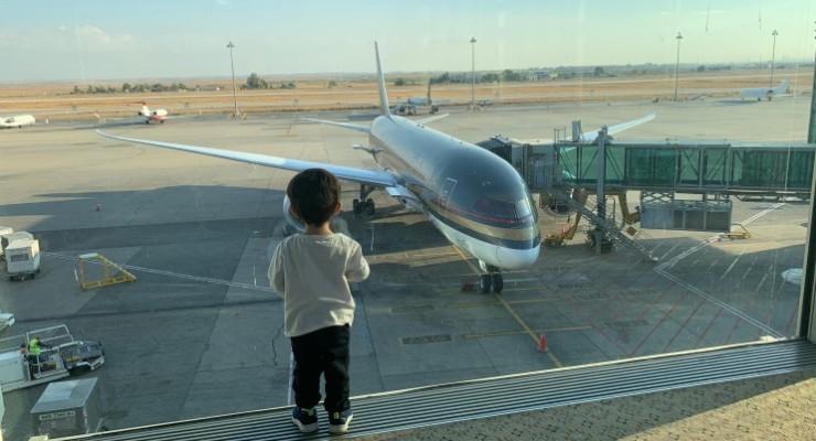 Viagem de avião com bebê: guia prático