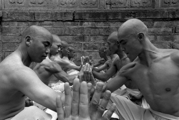 monges entrenando