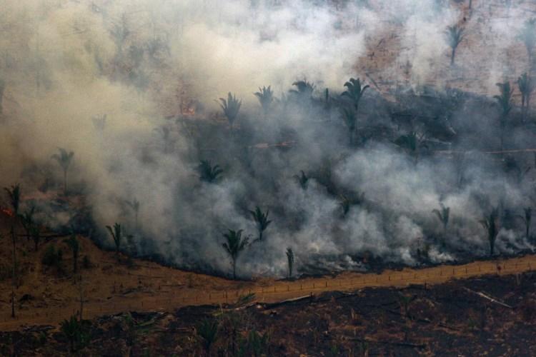 Imagem aérea dos incêndios na região de Boca do Acre, na Amazônia, capturada no último fim de semana. Foto Lula Sampaio/AFP