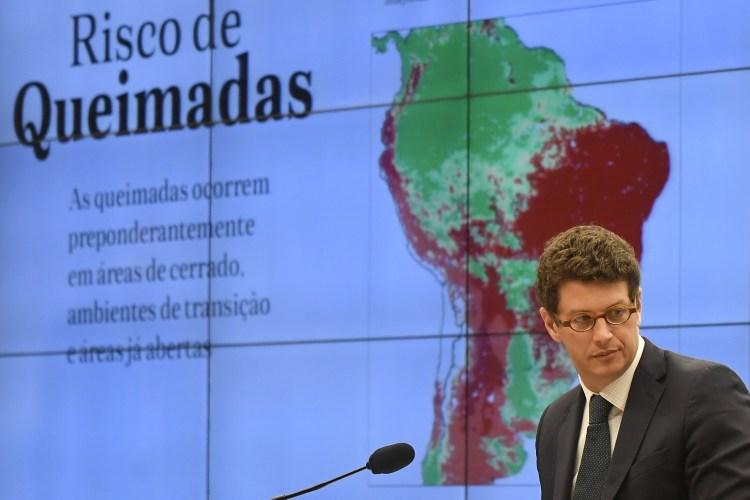O ministro do Meio Ambiente, Ricardo Salles, tenta explicar o aumento dos desmatamentos na Amazônia na Comissão de Meio Ambiente e Desenvolvimento da Câmara dos Deputados. Foto Mateus Bonomi/AGIF/AFP