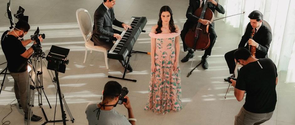 Movidos pela música para celebrar o amor: Camerata Benesi