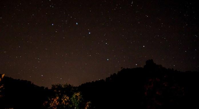 Большая Медведица на звездном небе
