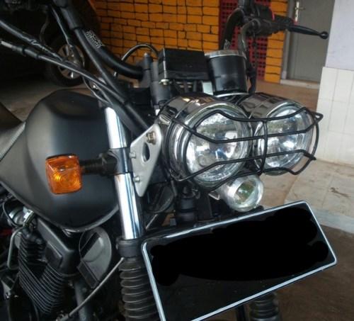 Lampu depan Variasi dilengkapi dengan lamp guard custom