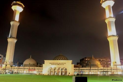 Alun alun kota Bandung Malam Hari 03