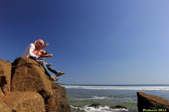 Udara bersih dan langit yang cerah bikin betah berlama-lama di pantai Wediombo