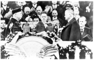 Chief Justice William H. Taft administering the oath of office to Herbert Hoover, March 4, 1929. (Herbert Hoover Presidential Library and Museum)