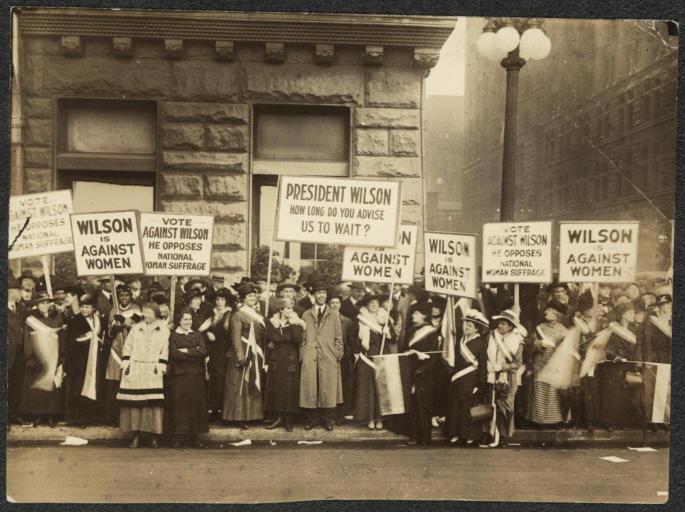 suffragists_demonstrating_against_woodrow_wilson_in_chicago_1916.jpg