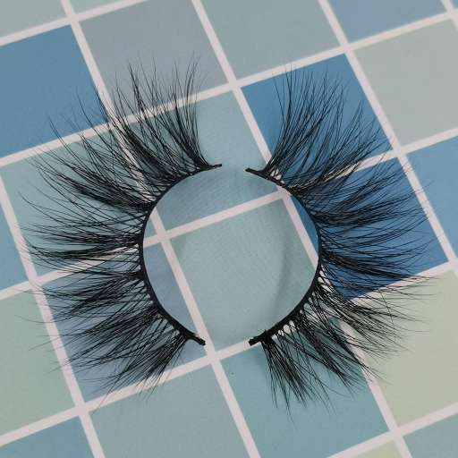 A pair of high-quality lashes and please select your eyelashes suppliers carefully