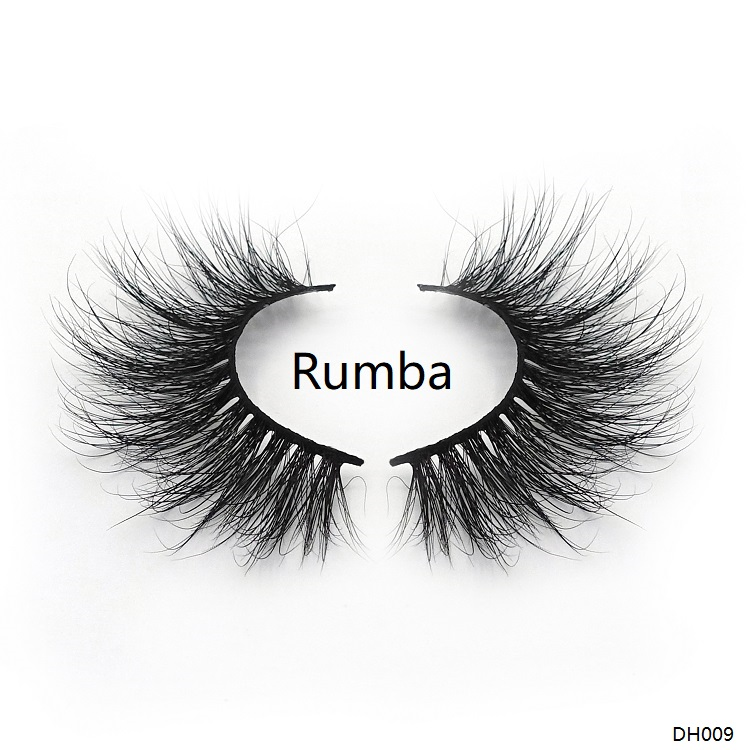 A pair of 25mm mink lashes which called Rumba