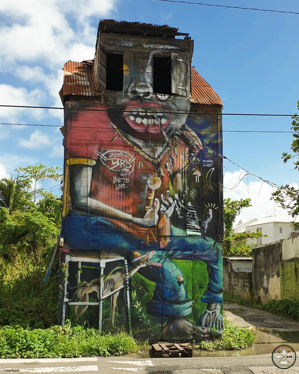 Street Art sur une maison abandonnée à Pointe-à-Pitre