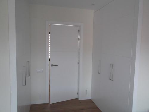 Promida porta i armaris habitació