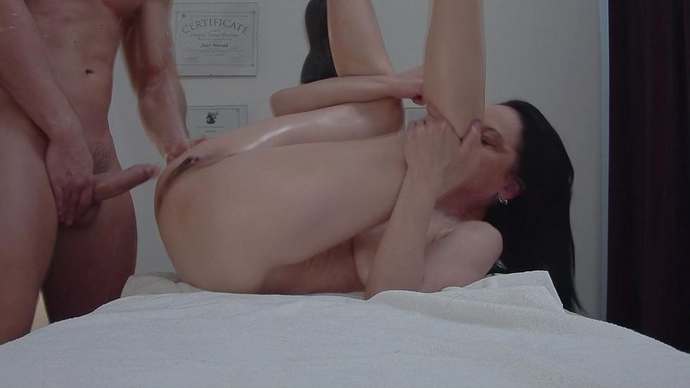 Czech Massage: Squirting MILF Enjoying Strong Orgasm on Massage