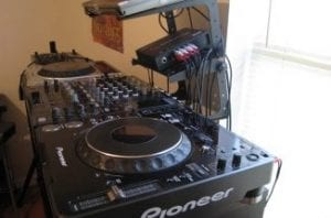 DJ-Set-Up-350x215_old-326×215-300×198