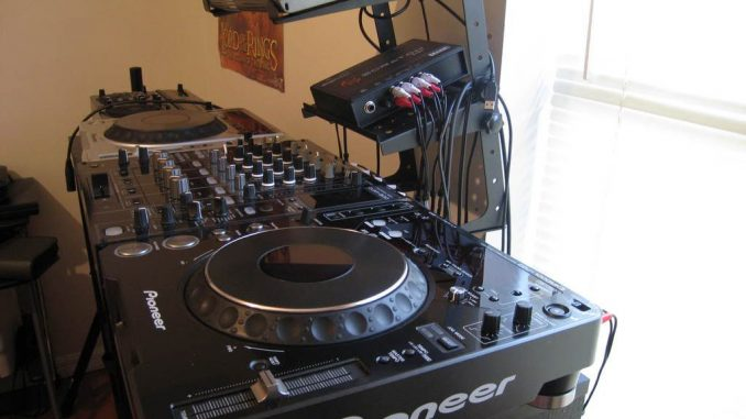 DJ-Set-Up_old-1024×768-678×381