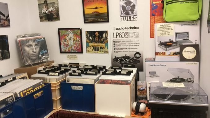 boutique-vinyl-shop-IMG_2829_old-768×576-678×381