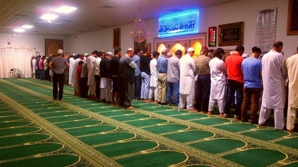 Muslims praying in Masjid