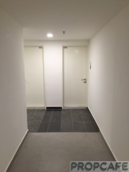 Avenue_D'vouge_corridor