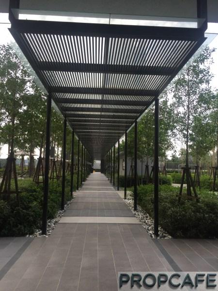 Tropicana_avenue_walkway