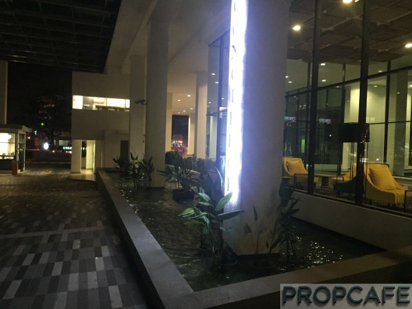 Uptown-residences-entrace-water-feature