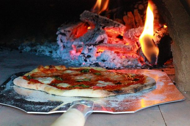 margarita-coming-out-of-pizza-oven