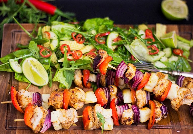 Chicken skewers with a fiery salad