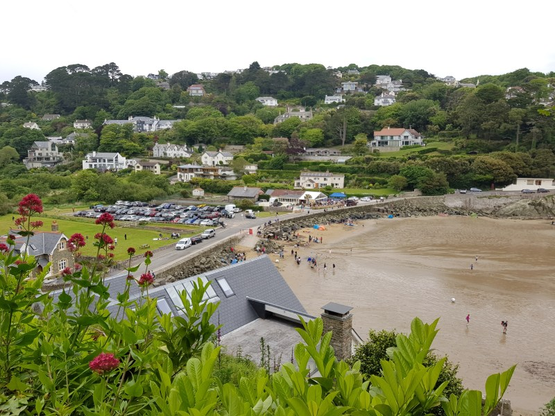 coastal walk from south sands to salcombe passing the winking prawn restaurant