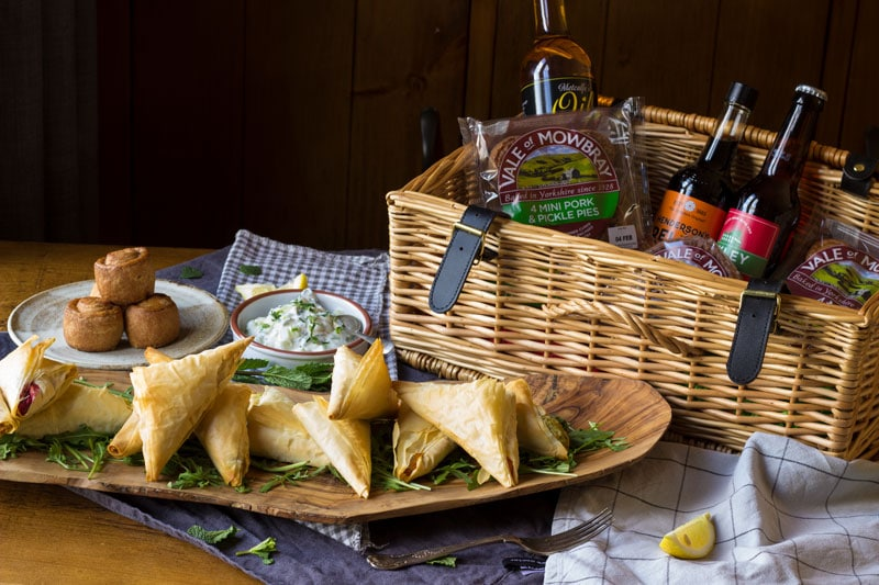 vale of mowbray pies picnic hamper