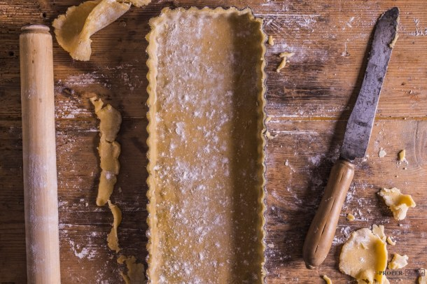 pastry lining tart tin