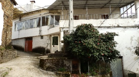 House with 3 floors located in a quiet village at Arganil, Portugal for 33500
